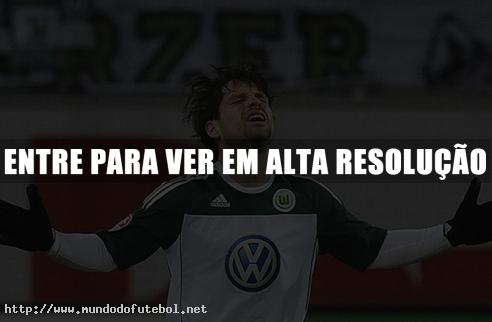 Diego comemora um de seus dois gols. (Crditos Imagem: ESPN)